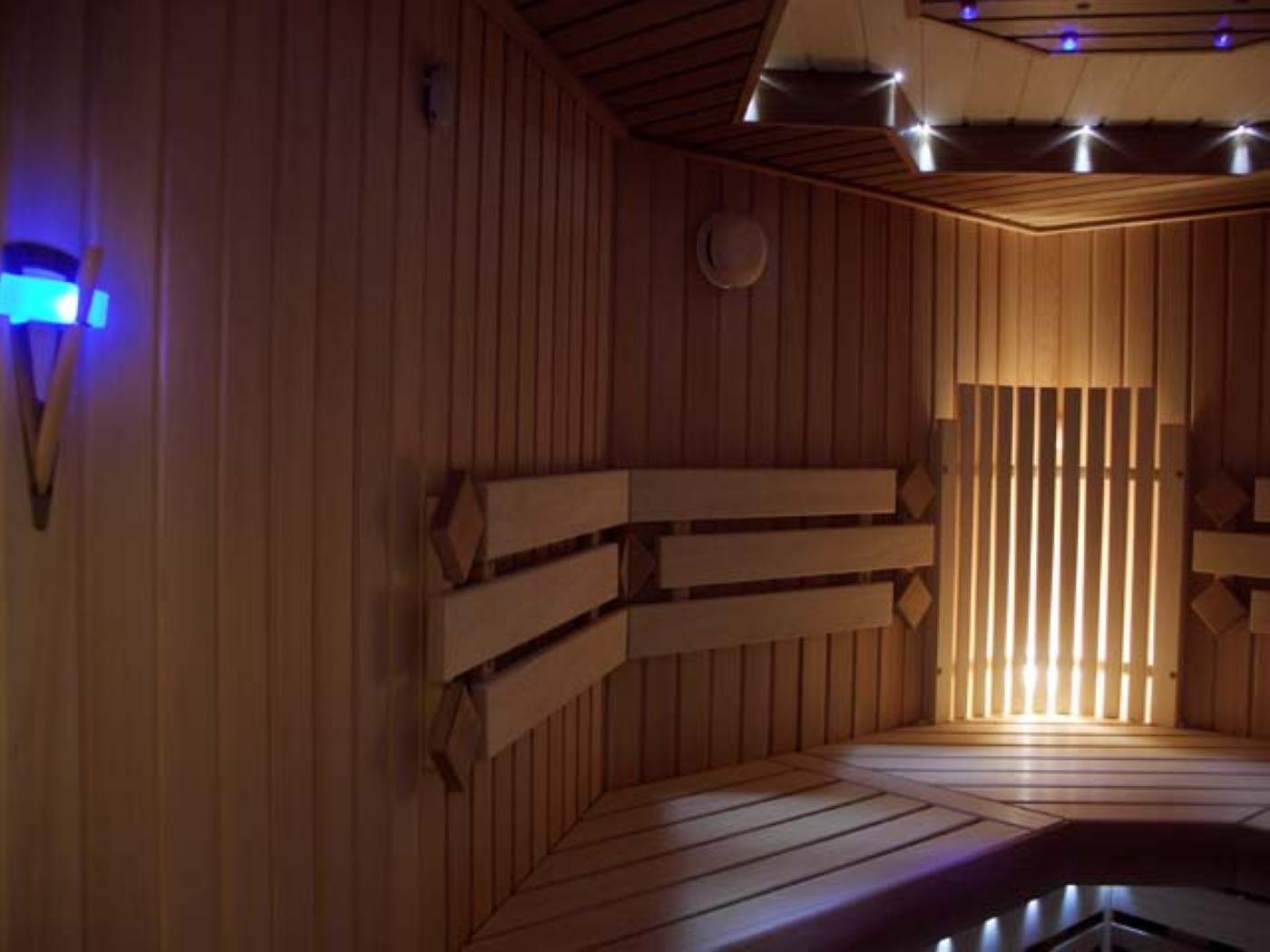 Светильники в парилке бани